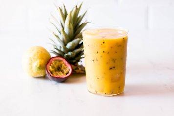 Tropical passionfruit mango pineapple & lime cocktails 2 litres jugs
